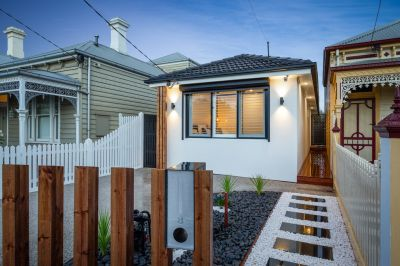Prestige Living In The Heart of Williamstown!