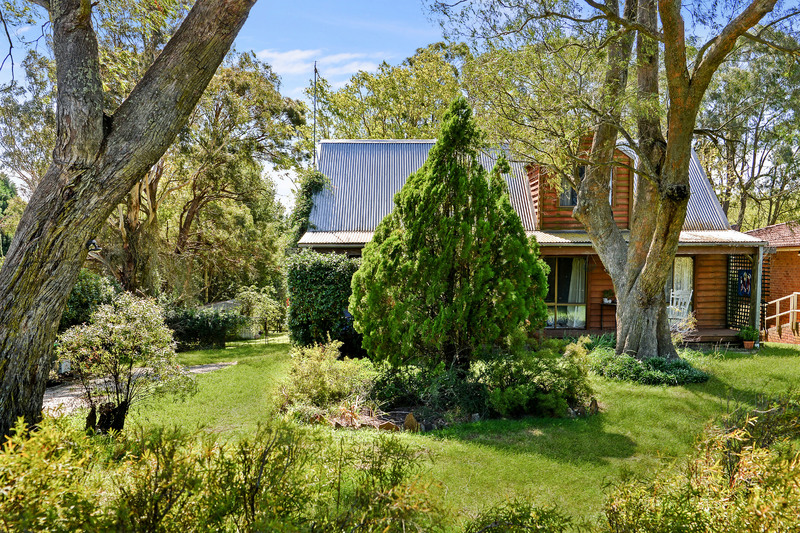 ENTICING COTTAGE ON HALF AN ACRE