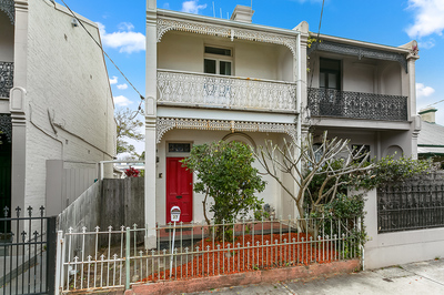 METICULOUSLY PRESENTED, CHARACTER FILLED HOME OFFERING THE PERFECT OPPORTUNITY FOR INVESTORS OR OWNER OCCUPIERS