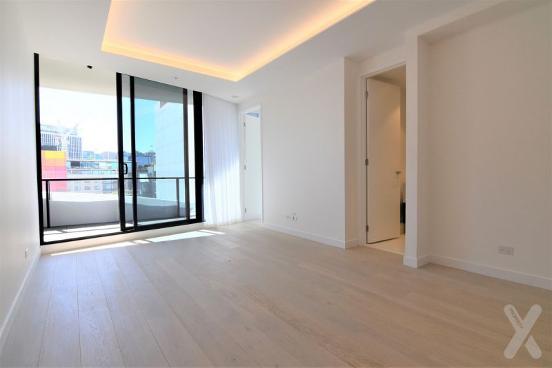 Two Bedroom, Two Bathroom Apartment with Car!