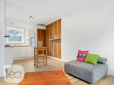 Stylish and contemporary in city fringe location!
