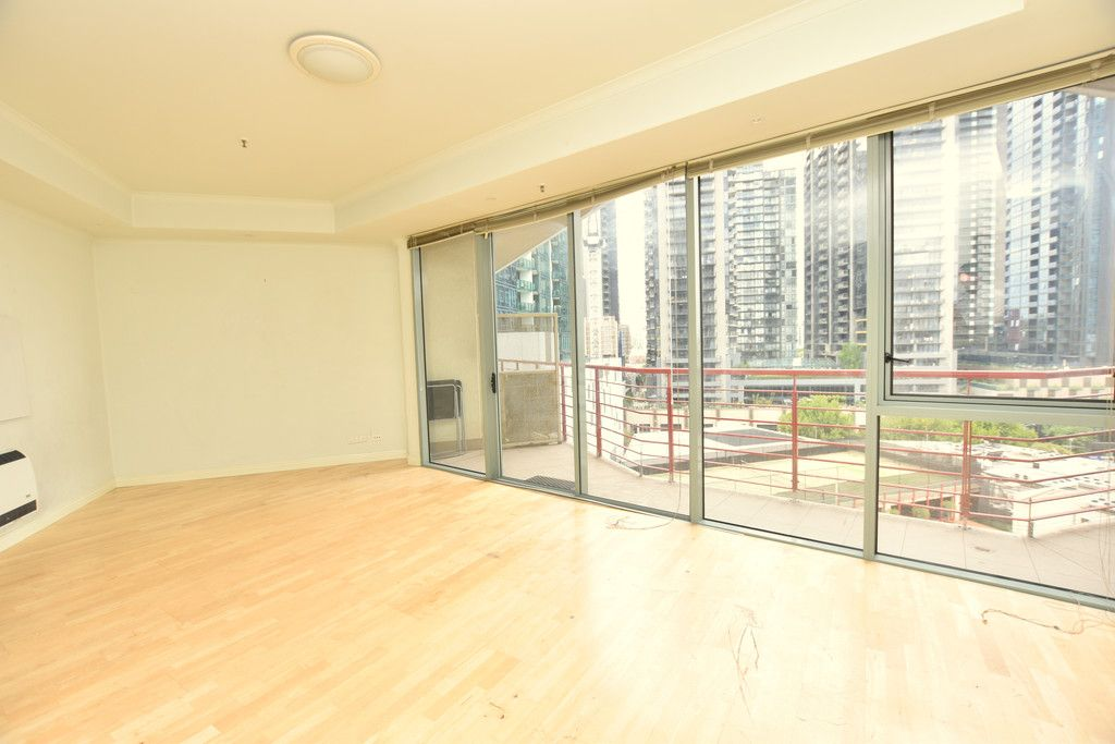 One Bedroom Apartment On The 9th Floor Of Southbank Towers Is Sure To Impress!