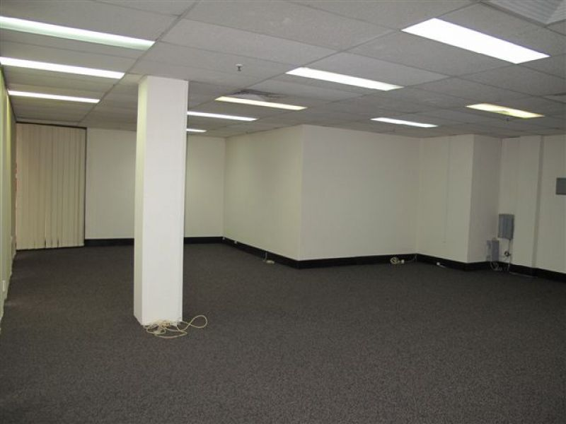 UPDATED COMMERCIAL OFFICE SUITE