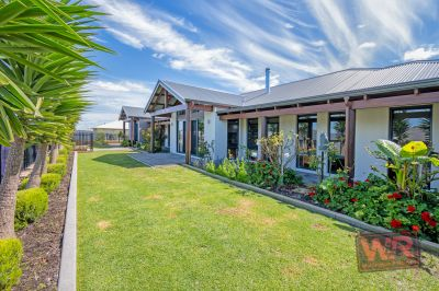 2 Dyer Court, Bayonet Head