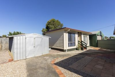 Self Contained 1 Bedroom Bungalow
