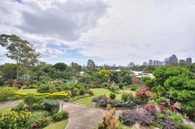 Bargain North Facing Spacious Apartment - Walk To Pacific Fair