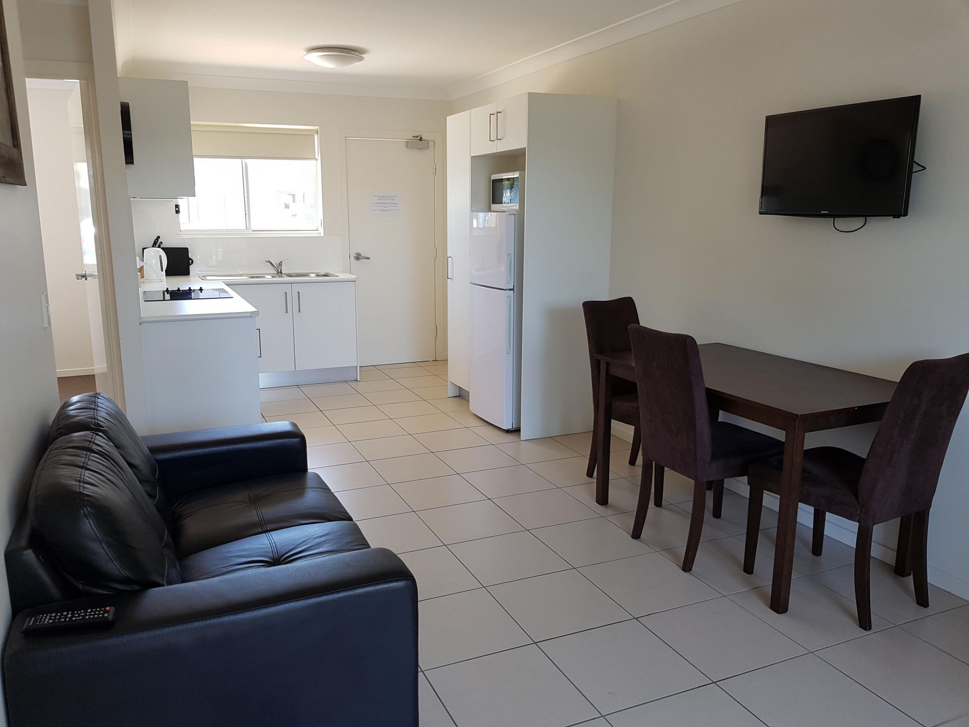 Leasehold Tavern Plus Apartment Rooms - Fernvale, Qld