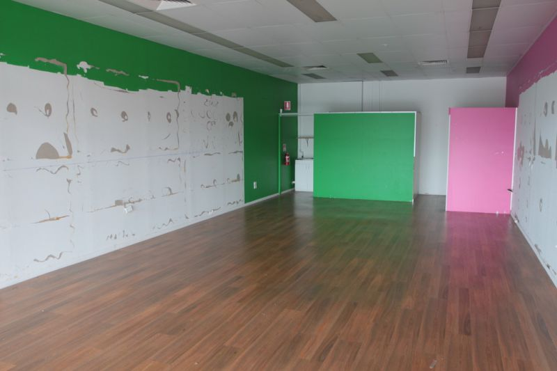 Open Plan Retail/ Office Within Busy Complex