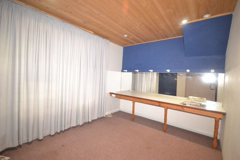 Get Seen -  Stand Alone Office with Great Exposure!!!