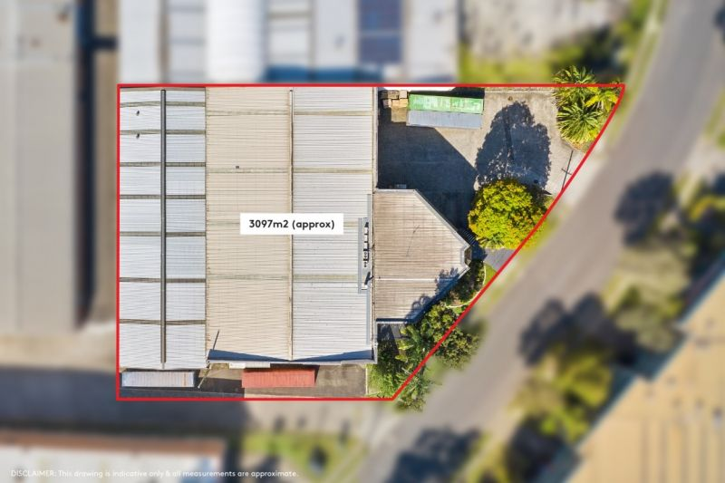 FREESTANDING WAREHOUSE WITH 40FT CONTAINER ACCESS