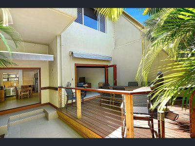 Beautifully Renovated Villa in 'Oasis Villa's'