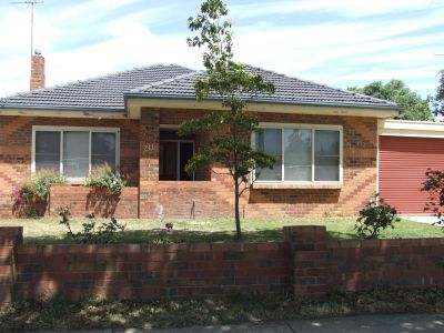 THREE BEDROOM HOME IN PERFECT LOCATION!