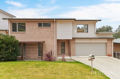 Contemporary Townhouse - Innes Lake