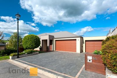 Wonderful Home with Magnificent Outdoor Alfresco Area Overlooking Vineyard Setting.