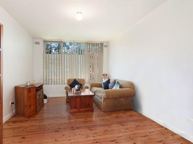 1 BEDROOM GROUND FLOOR  APARTMENT, UNDER COVER PARKING, QUIET CUL -DE - SAC