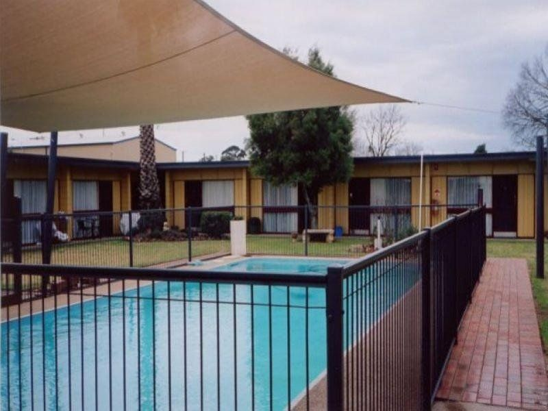 MOTEL - BUSY COUNTRY CENTRE