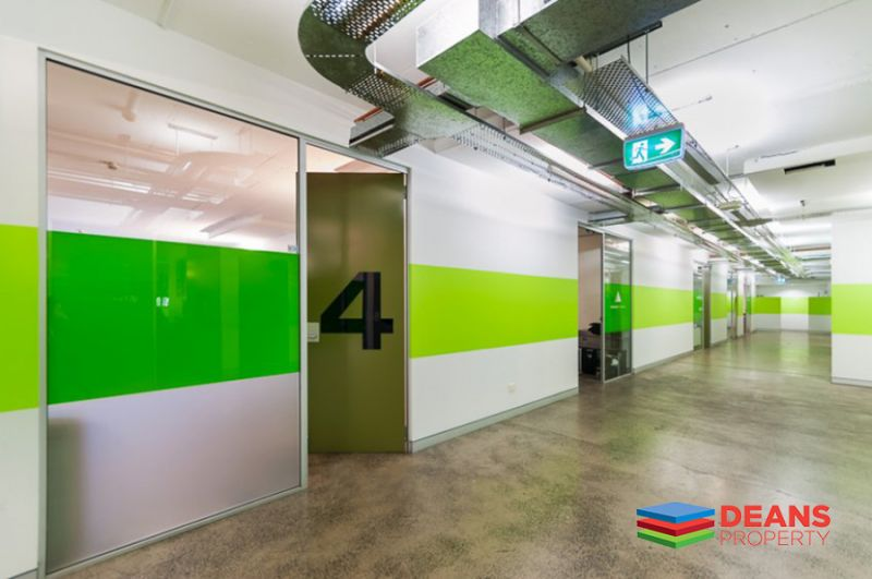 CREATIVE OFFICE SPACE NEXT TO CENTRAL STATION !