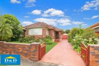 Bright & Sunny family home. 3 Bedrooms. Huge lounge, dining & family rooms. Walk to Parramatta City Centre