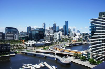 Fully Furnished Luxury Docklands apartment offering 6 month lease