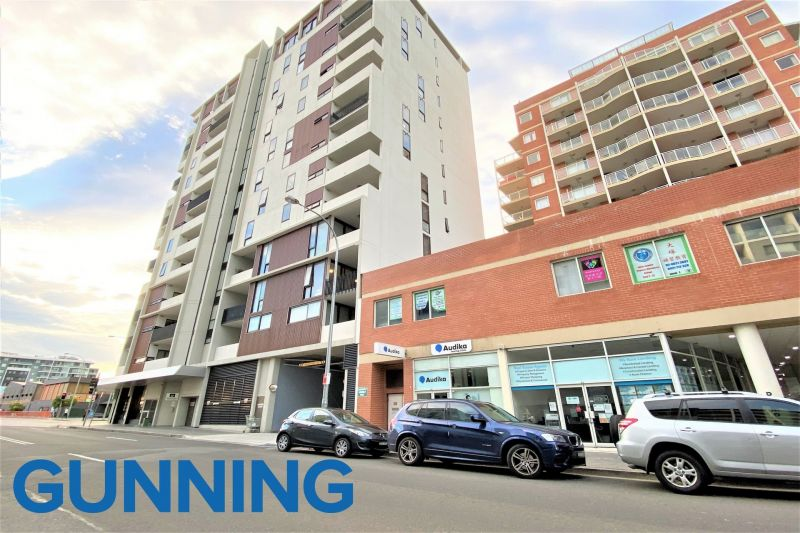GREAT EXPOSURE IN HURSTVILLE CBD!