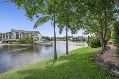 LARGE FAMILY HOME WITH OVER 40 METERS OF WATER FRONTAGE