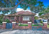 = HOLDING DEPOSIT RECEIVED = PERFECTLY LOCATED FAMILY HOME