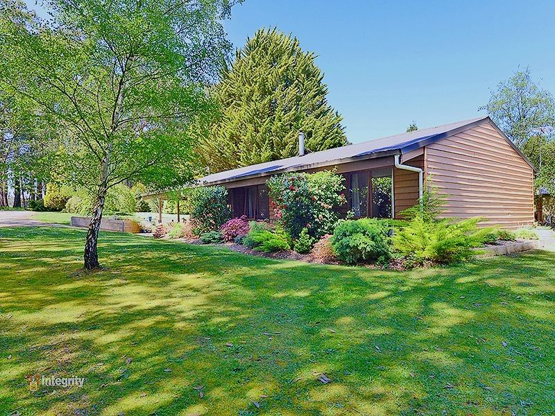 CHARMING WESTERN RED CEDAR HOME TO RENT