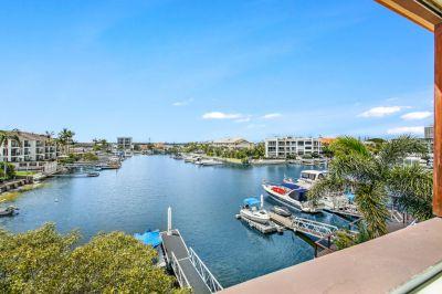 Effortless Broadwater Bargain