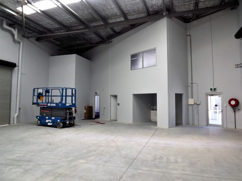 BRAND NEW INDUSTRIAL UNIT 32