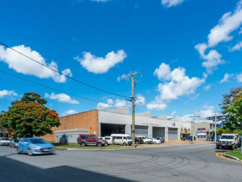 235-595sqm High Bay Warehouse With Parking. 200m² Office