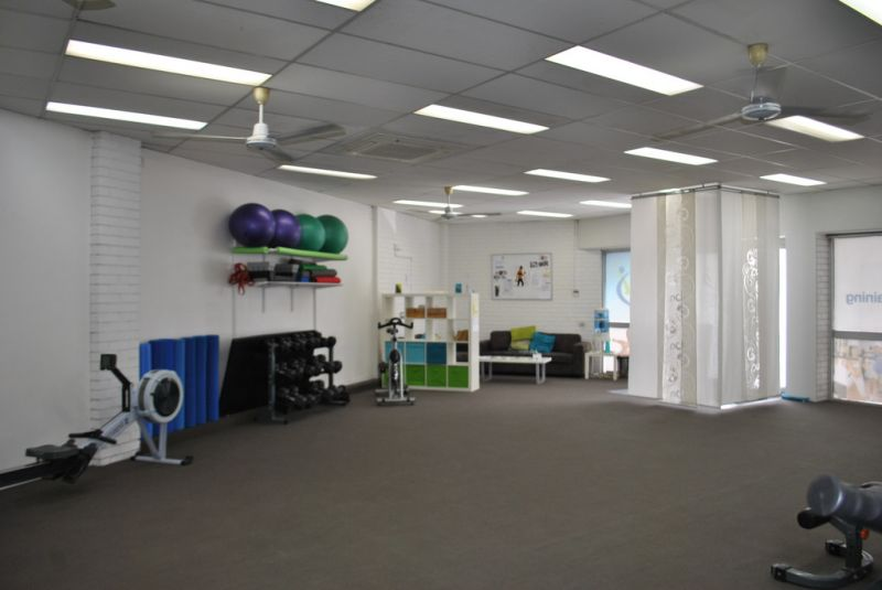 RETAIL / OFFICE WITH AMPLE PARKING