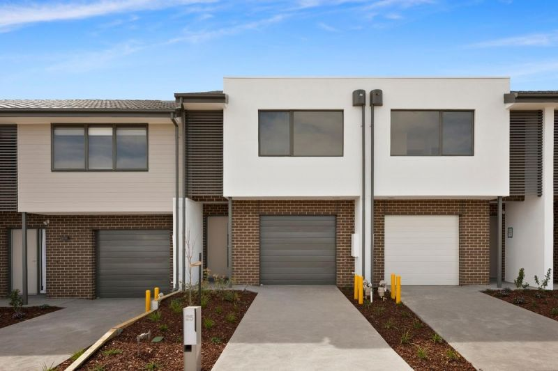 BRAND NEW HARCREST ESTATE LIVING - AVAILABLE NOW!