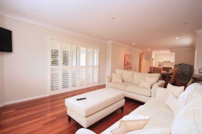 IDEAL LOCATION, MINUTES FROM THE BEACH!