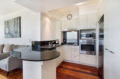Position Perfect Apartment in Broadbeach