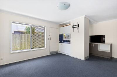 LOCATION LOCATION LOCATION - UNFURNISHED 1 BEDROOM APARTMENT