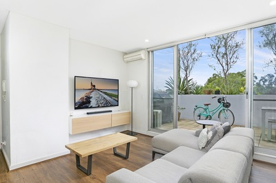 Renovated 1Br with City Views!!!