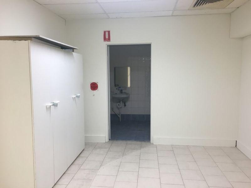 GROUND FLOOR OFFICE/RETAIL/STORAGE/WORKSHOP!
