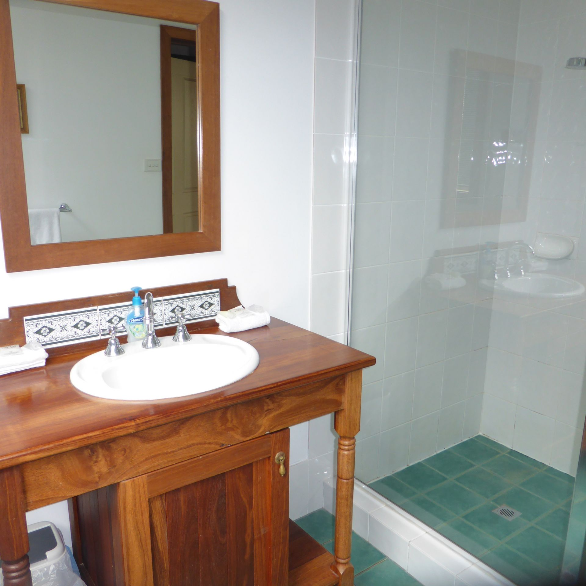 OLD PICTURE THEATRE HOLIDAY ACCOMMODATION SELLING FREEHOLD