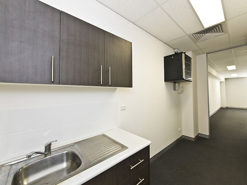 FULLY FITTED OFFICE COMPLETE WITH HIGH SPEC & LAYOUT