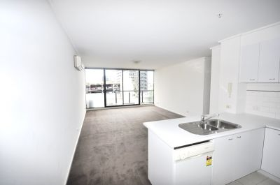 Parkside: Fabulous 3 Bedroom Apartment on the 5th Floor!