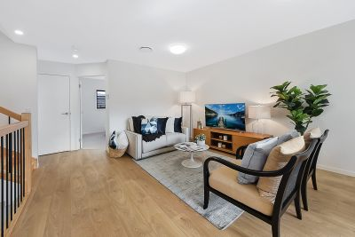 Modern 3 Bed Townhouse with spacious courtyard