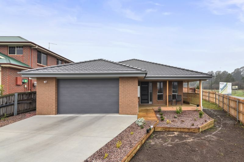 2 Meadowbank Road, Newnham, TAS