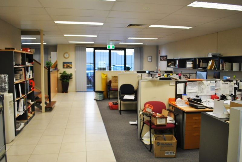 Professional Office with Warehouse 355m2*