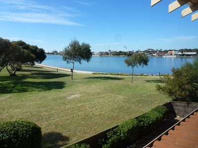 SPACIOUS NEWLY RENOVATED 2 BEDROOM APARTMENT ON WEST LAKES.
