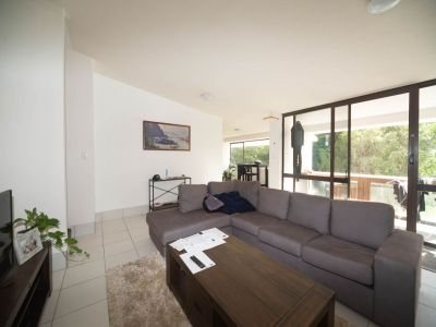 Central Broadbeach Waters home