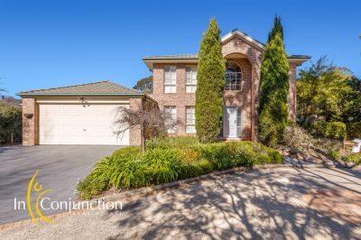 excellent value!! impressive 5 bedroom home with multi-living areas plus pool. cul-de-sac location. perfect space for a large family.
