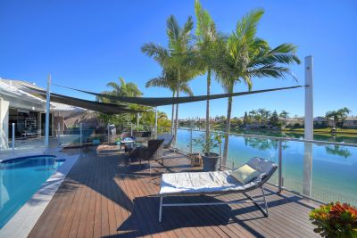 Luxurious Waterfront Entertainer in Prime Central Setting