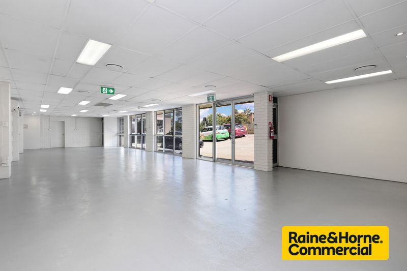 Showroom with Main Road Frontage