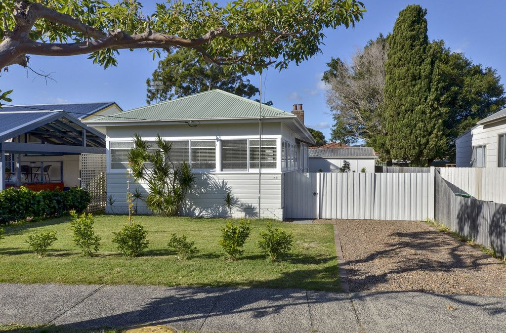 182 Memorial Avenue Ettalong Beach 2257