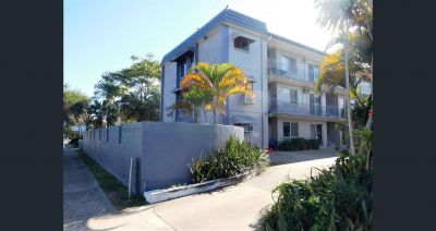 This 1 bedroom, fully furnished ground floor unit is located only a short walk to the Esplanade and Cairns City.